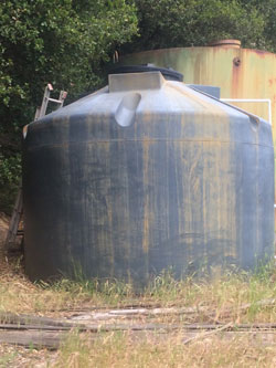 water storage tank cleaning